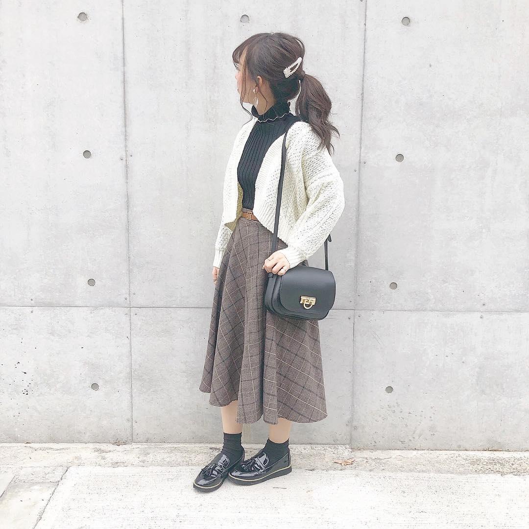 ㅤㅤㅤㅤㅤㅤㅤㅤㅤㅤㅤㅤㅤ ㅤㅤㅤㅤㅤㅤㅤㅤㅤㅤㅤㅤㅤ ㅤㅤㅤㅤㅤㅤㅤㅤㅤㅤㅤㅤㅤ #ootd ㅤㅤㅤㅤㅤㅤㅤㅤㅤㅤㅤㅤㅤ 今日2つ投稿してすみません( ˃૦˂ഃ ) ㅤㅤㅤㅤㅤㅤㅤㅤㅤㅤㅤㅤ 今日のコーデ ♡♡♡ 女の子な気分でした( ˙꒳˙ )🌸( 笑 ) ㅤㅤㅤㅤㅤㅤㅤㅤㅤㅤㅤㅤㅤ 女の子な気分の時は ゆるポニー が多いです💕 ㅤㅤㅤㅤㅤㅤㅤㅤㅤㅤㅤㅤㅤ ㅤㅤㅤㅤㅤㅤㅤㅤㅤㅤㅤㅤㅤ お気に入りのスカート 、 冬でもはけました☺ 下はストッキングとレギンスはいてます☺︎! ㅤㅤㅤㅤㅤㅤㅤㅤㅤㅤㅤㅤㅤ ㅤㅤㅤㅤㅤㅤㅤㅤㅤㅤㅤㅤㅤ ❤︎ tops & cardigan : #fifth @fifth_store ❤︎ skirt : #gogosing @gogosing_jp ❤︎ shoes : #grl @grl_official ❤︎ bag : #editsheen @editsheen_store ❤︎ necklace : #lowrysfarm @lowrysfarm_official ❤︎ earring : #goldy @goldy_jp ❤︎ outer : #kastane @kastane_ ❤︎ muffler : #acne @acnestudios ㅤㅤㅤㅤㅤㅤㅤㅤㅤㅤㅤㅤㅤ お洋服の詳細はWEARに載せてるので見てください🌸 ㅤㅤㅤㅤㅤㅤㅤㅤㅤㅤㅤㅤㅤ ㅤㅤㅤㅤㅤㅤㅤㅤㅤㅤㅤㅤㅤ 体調良くなりました!心配してくださった方々 ありがとうございます(´°̥̥̥﹏°̥̥̥`)💕 皆様もお体にお気をつけくださいませ😖𓂅 ˒˒ ㅤㅤㅤㅤㅤㅤㅤㅤㅤㅤㅤㅤㅤ ㅤㅤㅤㅤㅤㅤㅤㅤㅤㅤㅤㅤㅤ #fifthtl#フィフス#プチプラ#ショルダーバッグ#fashion#ポニーテール#ゴゴシング#エディットシーン#グレイル #harucd ㅤㅤㅤㅤㅤㅤㅤㅤㅤㅤㅤㅤㅤ